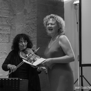 Anne Azema and Shira Kammen Courtesy of The Boston Camerata